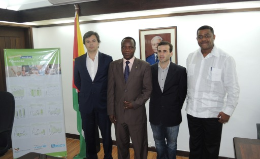 De izquierda a derecha: Hugo da Mata, Area Manager de PRÜFTECHNIK; Augusto Jone Luis, ministro de Educación de Mozambique; Joao Pavao, director de Conduril; y Gilberto Botas, director del PIREP